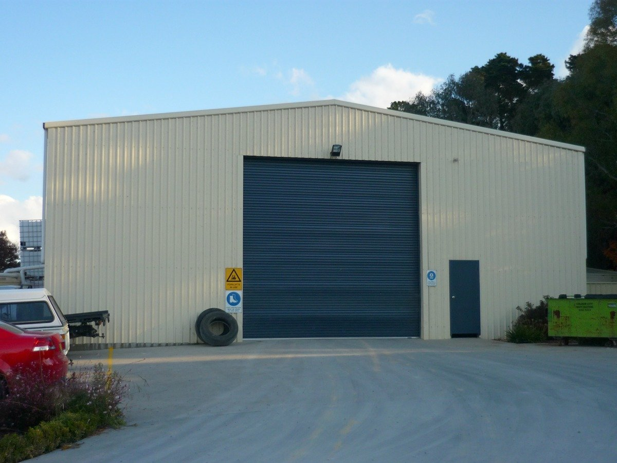 Commercial shed - Orange - Front view